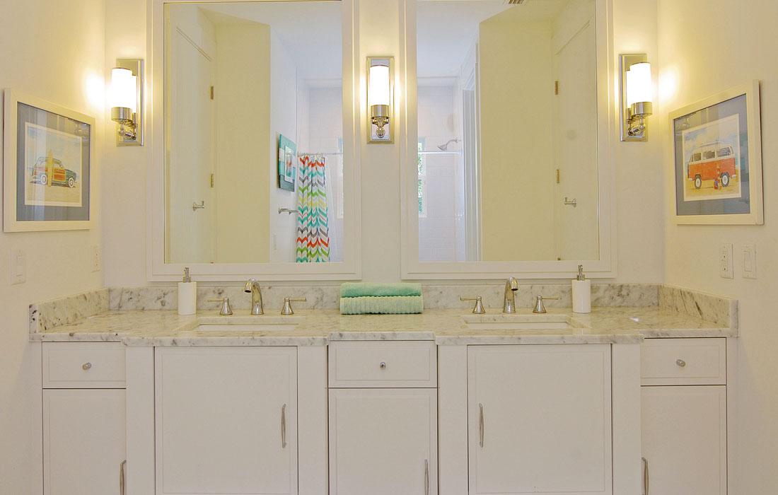custom-bathroom-cabinetry-15